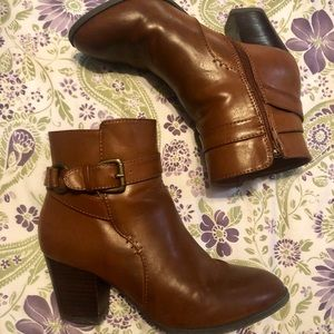 Size 8 women's booties with heel